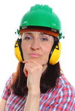 Mujer que lleva el casco y los auriculares protectores Imagen de archivo libre de regalías