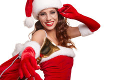Mujer que lleva el sombrero de Papá Noel que suena una campana Días de fiesta de la felicidad Fotos de archivo libres de regalías