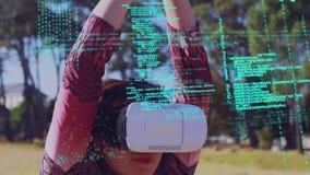 Mujer que lleva gafas virtuales metrajes