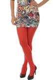 Mujer que lleva a Mini Dress corto con las medias rojas Fotos de archivo libres de regalías