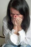 Mujer que llora desesperada Imágenes de archivo libres de regalías