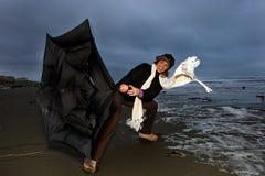 Mujer que lucha una tormenta Imagen de archivo libre de regalías