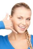 Mujer que me hace una llamada gesto Fotografía de archivo