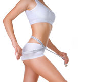 Mujer que mide su cintura. Dieta Imagenes de archivo