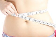 Mujer que mide su vientre Fotografía de archivo libre de regalías