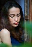 Mujer que mira abajo Fotografía de archivo libre de regalías