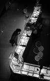 Mujer que mira el oro Fotografía de archivo libre de regalías