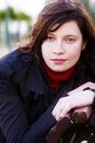 Mujer que mira fijamente joven Foto de archivo