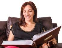 Mujer que mira imágenes Imágenes de archivo libres de regalías