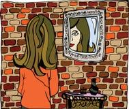 Mujer que mira la reflexión de espejo Imágenes de archivo libres de regalías
