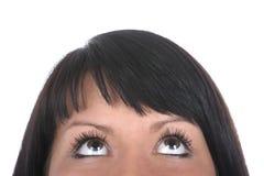 Mujer que mira para arriba foto de archivo