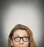Mujer que mira para arriba Foto de archivo libre de regalías