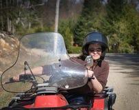 Mujer que monta un patio en Quebec Fotografía de archivo libre de regalías
