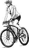 Mujer que monta una bici Fotografía de archivo libre de regalías