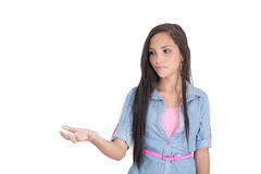 Mujer que muestra algo en la palma de su mano Imagenes de archivo