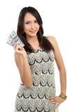 Mujer que muestra el dinero Fotos de archivo