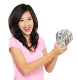 Mujer que muestra el dinero aislado en el fondo blanco Imagen de archivo