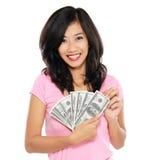 Mujer que muestra el dinero aislado en el fondo blanco Imágenes de archivo libres de regalías