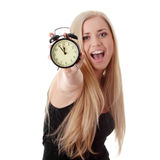 Mujer que muestra el reloj de alarma imagen de archivo libre de regalías