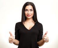 Mujer que muestra la muestra aceptable de la mano Adolescente hermoso con los pulgares u Fotos de archivo