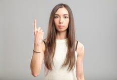 Mujer que muestra su dedo índice para arriba Fotografía de archivo