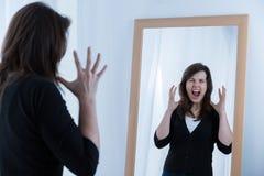 Mujer que muestra sus emociones Fotografía de archivo libre de regalías
