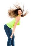 Mujer que mueve de un tirón su pelo Fotos de archivo