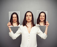 Mujer que oculta sus emociones Imagen de archivo