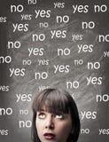 Mujer que piensa en una opción Imagen de archivo