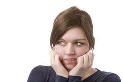 Mujer que piensa la mirada horizontal a la cara Imagenes de archivo