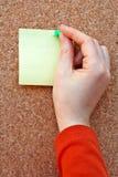 Mujer que pone la nota en blanco Foto de archivo