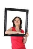 Mujer que presenta con el marco Fotografía de archivo libre de regalías
