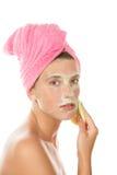 Mujer que quita la máscara Imagen de archivo libre de regalías