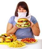 Mujer que rechaza los alimentos de preparación rápida. fotos de archivo libres de regalías