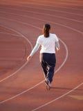 Mujer que recorre en pista imagen de archivo libre de regalías