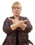 Mujer que señala ambas direcciones Foto de archivo libre de regalías