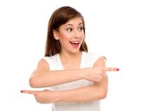 Mujer que señala en diversas direcciones Fotos de archivo libres de regalías