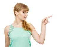 Mujer que señala o que toca con el dedo índice Fotografía de archivo libre de regalías