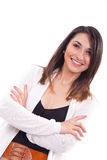 Mujer que se coloca con los brazos cruzados y la sonrisa Imagen de archivo libre de regalías