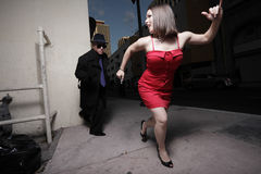Mujer que se ejecuta del acosador Foto de archivo