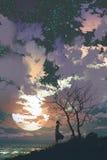 Mujer que se opone encima de una montaña a un cielo hermoso libre illustration