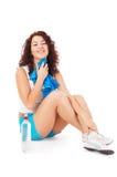 Mujer que se reclina después de ejercicio Foto de archivo