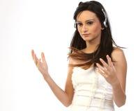 Mujer que se relaja con los auriculares Fotos de archivo