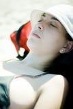 Mujer que se relaja en el sol Imagen de archivo libre de regalías
