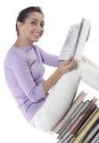 Mujer que se sienta en la pila de libros Imágenes de archivo libres de regalías