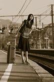 Mujer que se va en un viaje Fotos de archivo libres de regalías