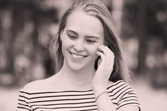 Mujer que sonríe con sonrisa perfecta Fotografía de archivo