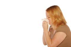 Mujer que sopla su nariz Imagenes de archivo