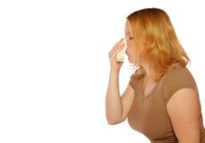 Mujer que sopla su nariz Foto de archivo