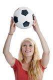 Mujer que sostiene el balón de fútbol Imagenes de archivo